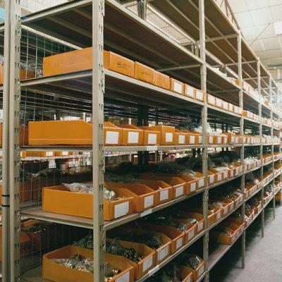 STOCKAGE LÉGER PIÈCES : Rayonnage tubulaire métallique pour pièces